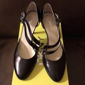 DKNY 8.5m Black Leather heel